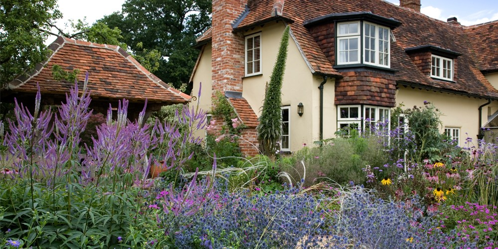 A country garden in Buckinghamshire 3